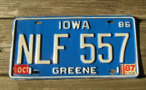 Iowa Green White Truck License Plate 1982
