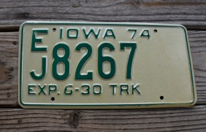 Iowa Green White Truck License Plate 1974