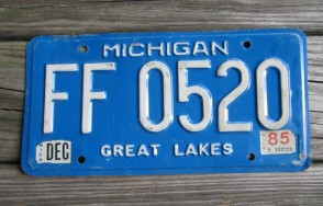 Michigan Blue White License Plate 1985 Great Lakes