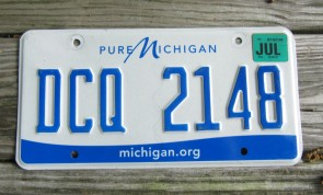 Michigan Blue Yellow License Plate Water - Winter Wonderland 1967
