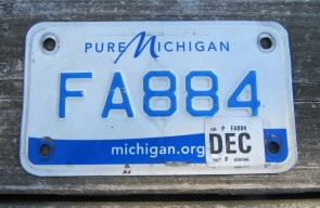 Michigan Green Yellow Truck License Plate 1968 4424 EL