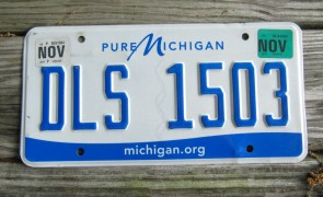 Michigan Blue White License Plate 2001 PXE 779 Great Lakes