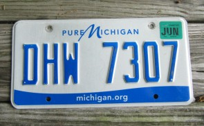 Michigan Blue White License Plate 2001 RHZ 326 Great Lakes