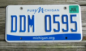 Michigan Blue White License Plate 2001 QMC 936 Great Lakes