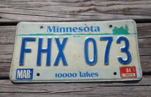 Minnesota Explore Minnesota 10,000 Lakes License Plate 1984