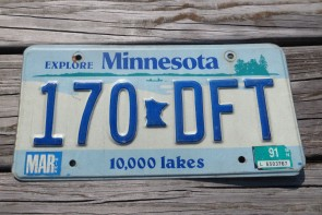 Minnesota Explore Minnesota 10,000 Lakes License Plate 1991