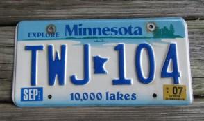Minnesota Explore Minnesota 10,000 Lakes License Plate 1998