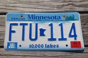 Minnesota Explore Minnesota 10,000 Lakes License Plate 2001