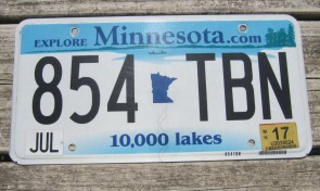 Minnesota Explore Minnesota 10,000 Lakes License Plate 2002
