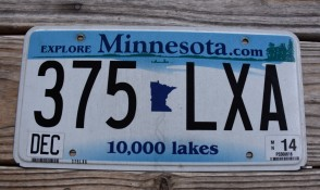 Minnesota Explore Minnesota 10,000 Lakes License Plate 2014
