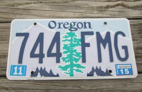 Oregon Tree and Mountains License Plate 2015