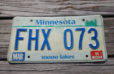 Minnesota Explore Minnesota 10,000 Lakes License Plate 1984