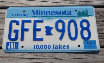 Minnesota Explore Minnesota 10,000 Lakes License Plate 2003