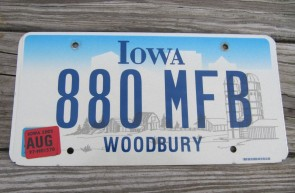 Iowa Farm Scene License Plate Woodbury County 2005 880 MFB