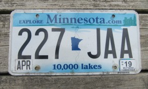 Minnesota Explore Minnesota 10,000 Lakes License Plate 2019