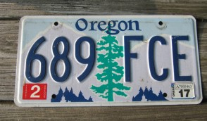 Oregon Tree and Mountains License Plate 2017