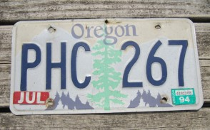 Oregon Tree and Mountains License Plate 1994